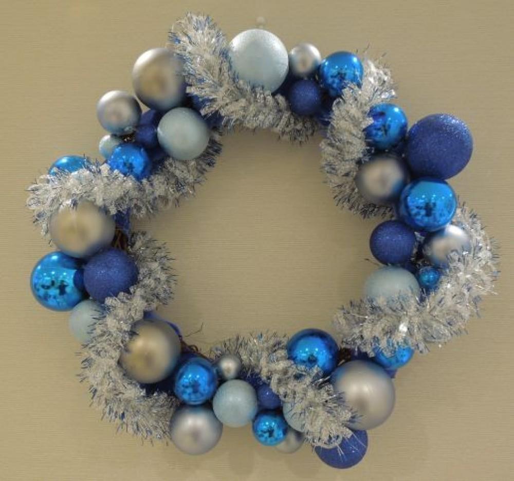 糖尿病 健康フェア・シンボルリース - スタッフ手作り糖尿病シンボルカラーをモチーフにしたクリスマスリース -  -